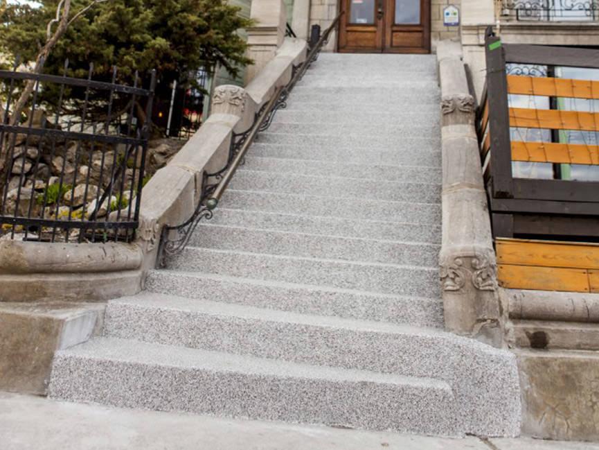 restaurer l 39 escalier d 39 un difice historique un beau. Black Bedroom Furniture Sets. Home Design Ideas